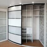 радиусный шкаф в полоску