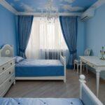 темно-голубые шторы