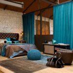 голубые шторы для спальне лофт