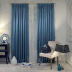 плотные голубые шторы