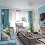 голубые шторы в светлом интерьере