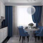 темные голубые шторы для кухонь