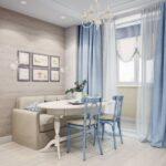 голубые шторы для светлой кухни