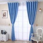 зал с голубыми шторами