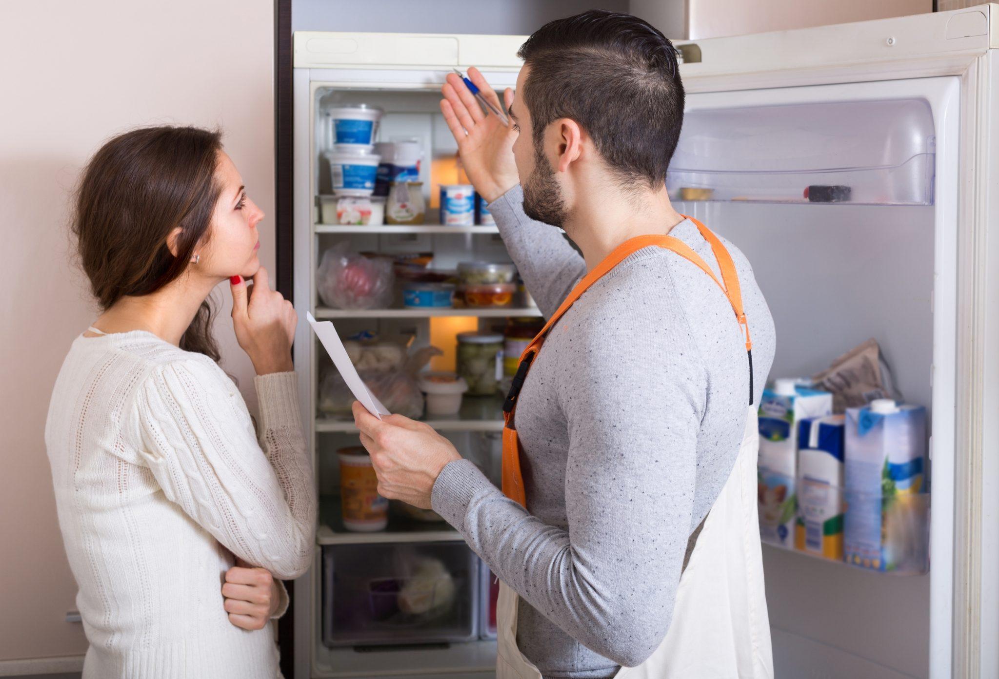 холодильник протекает внутри