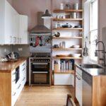 кухня маленькая с полками
