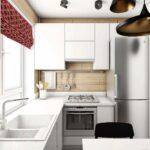 кухня маленькая с железным холодильником