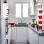 кухня маленькая с серой столешницей