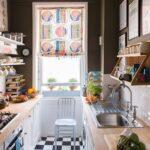 кухня маленькая двухряждная