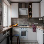 кухня маленькая с табуреткой