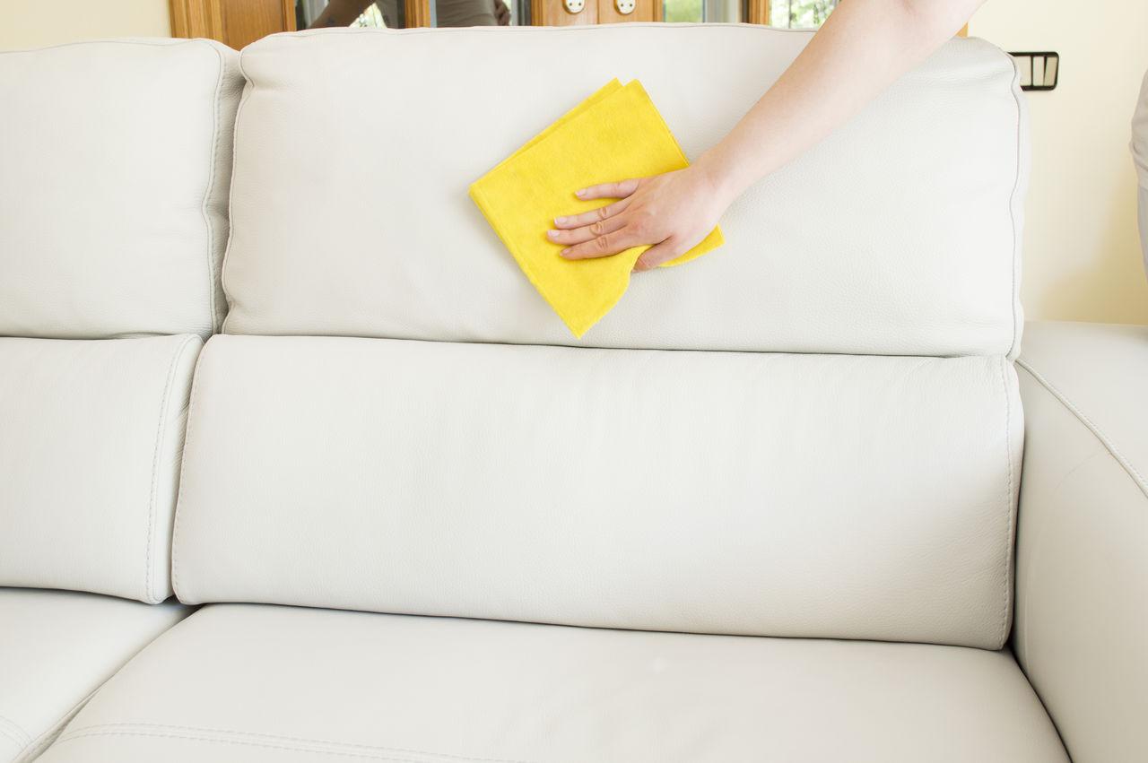 влажную уборку дивана