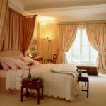 шторы классика в спальне собранные