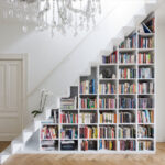 книжный шкаф треугольник