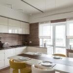 короткие шторы на кухне оформление идеи