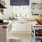 короткие шторы на кухне фото видов