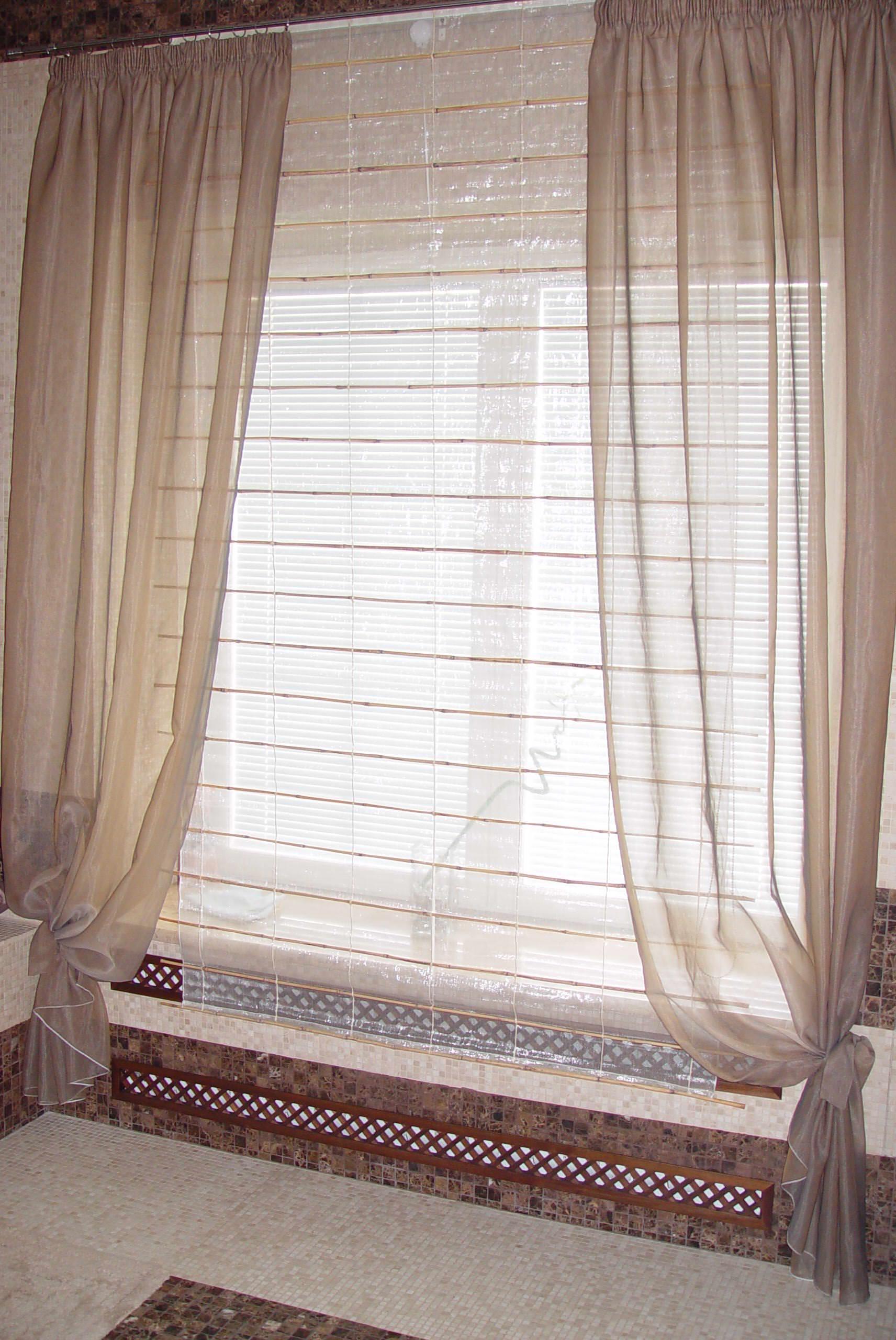 римская штора и прозрачный тюль