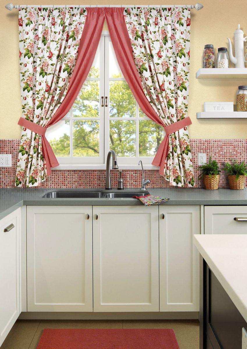 Фото кухонного окна около плиты шторы