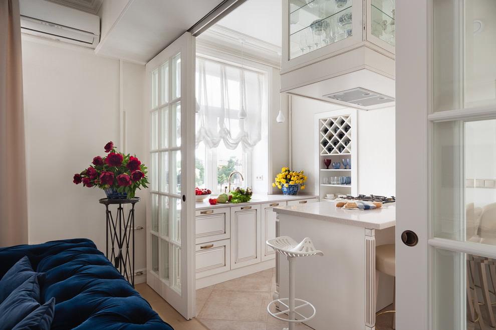 короткие шторы на кухню австрийские