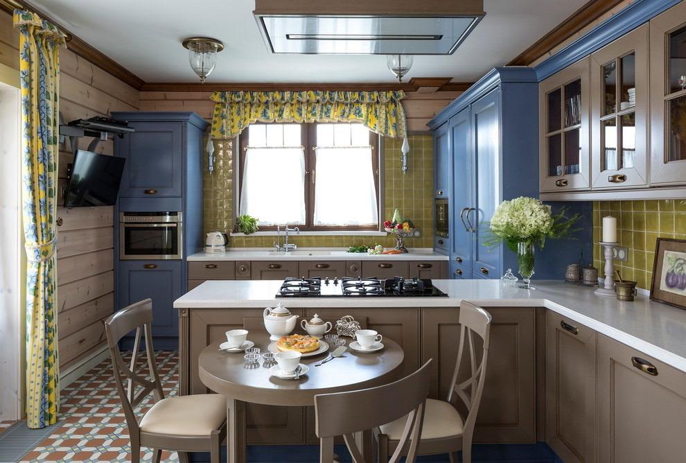 короткие шторы на кухню кафе