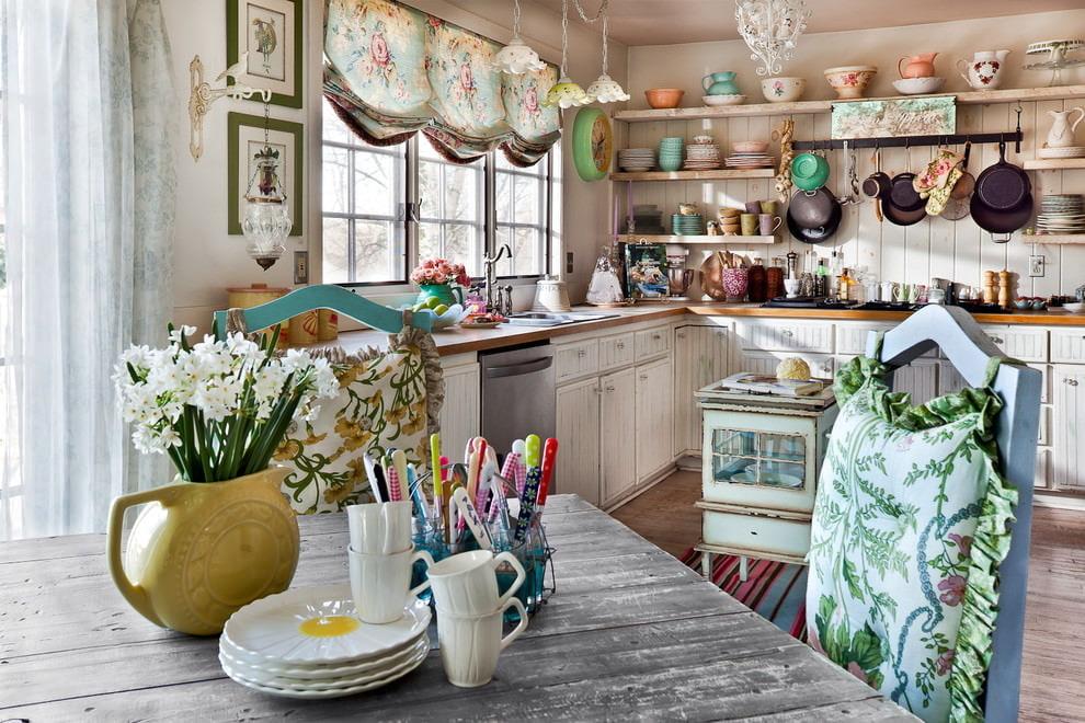 короткие шторы на кухню кантри