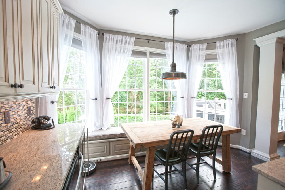 короткие шторы на кухню классические