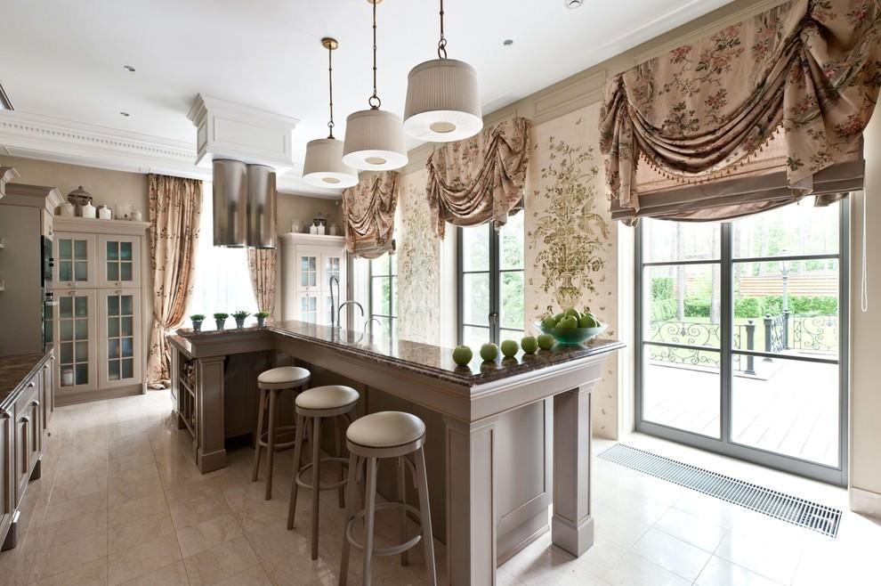 короткие шторы на кухню классика