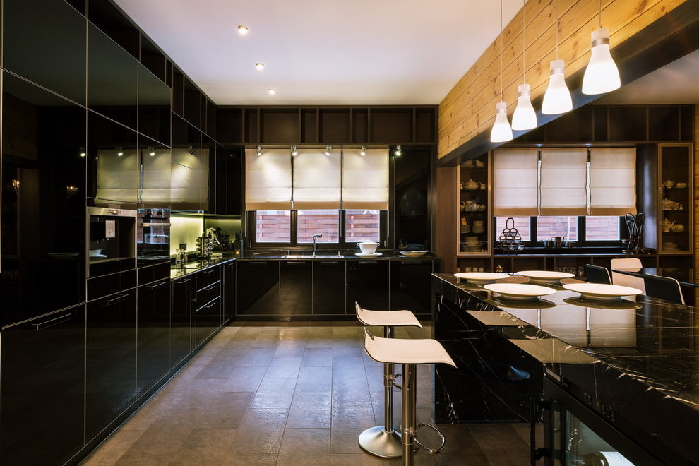 короткие шторы на кухню современные