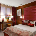 красные шторы фото оформление