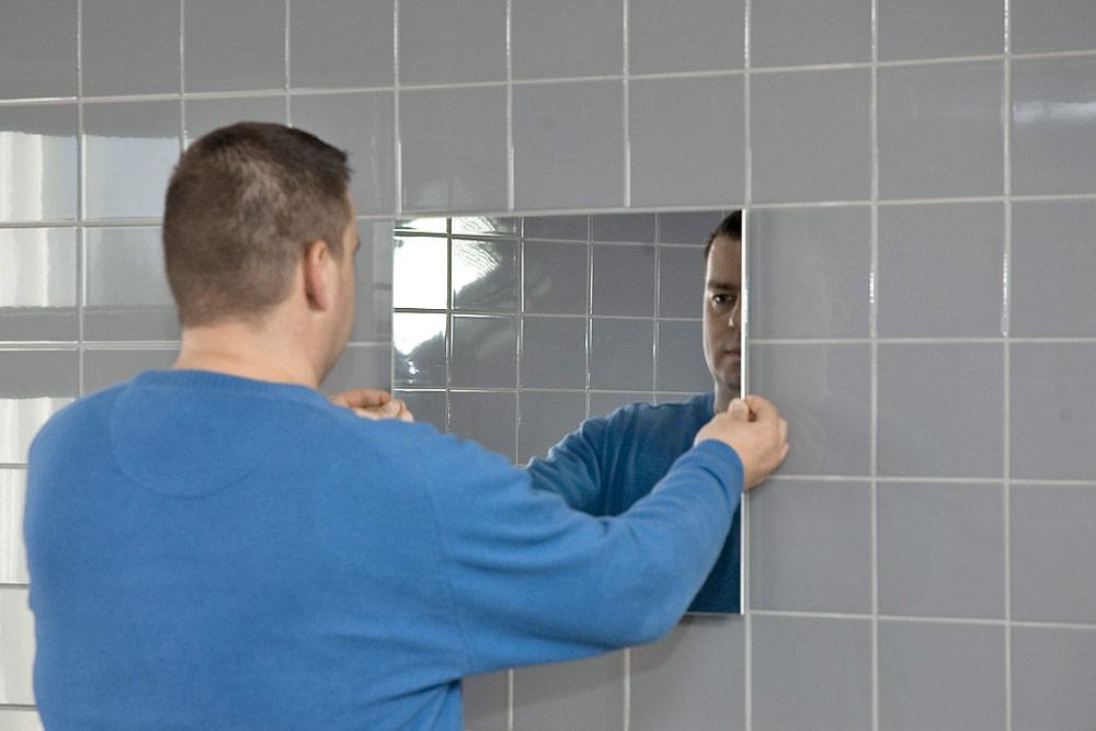 крепление зеркала на стену клеем фото