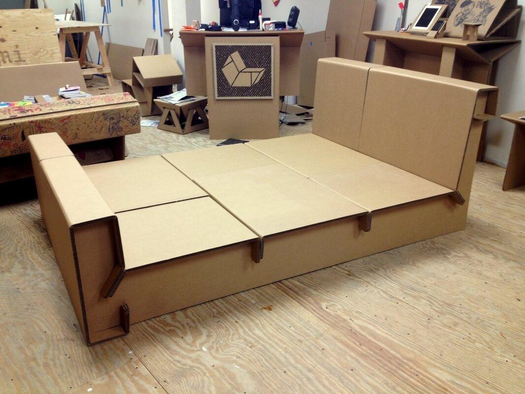 кровать из картонных коробок