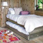 кровать на даче