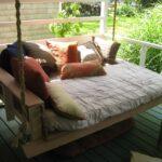 кровать на даче фото