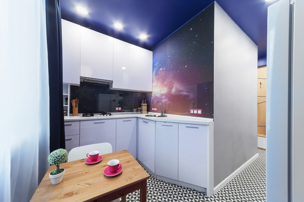 кухня 6 кв м освещение фото