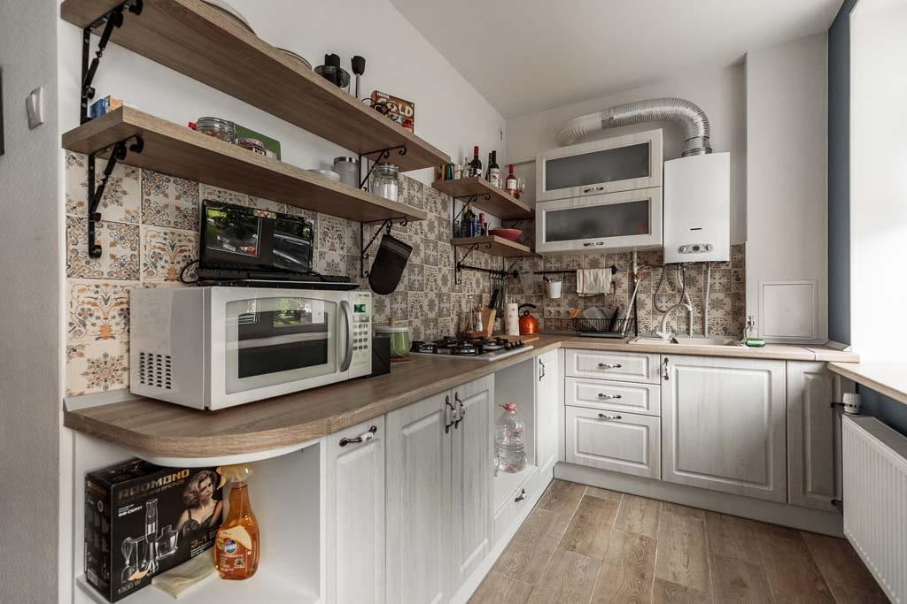 кухня 6 кв м с газовой колонкой