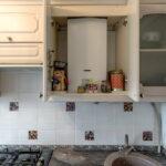 кухня с газовой колонкой фото декор