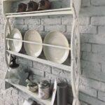 полка прованс на кухню с тарелками