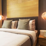 лампы в спальне над кроватью дизайн фото
