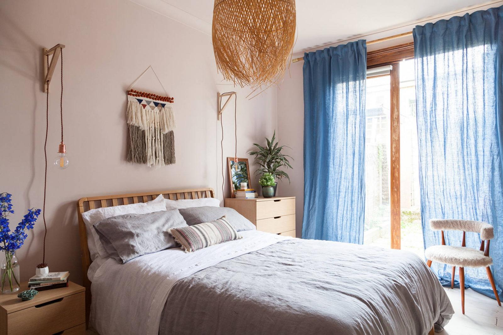 Льняные шторы в спальне