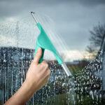 мыть окно