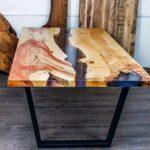 стол из дерева полированный