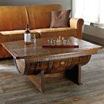 стол из дерева с бочкой