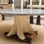 стол из дерева на роиках