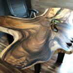 стол из дерева натуральный