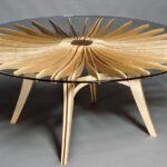 стол из дерева стекло с солнцем
