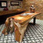 стол из дерева цельный