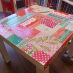украшенный стол бумагой