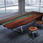 стол из дерева с голубой вставкой