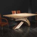 стол из дерева на кривых ножках
