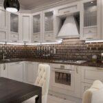 неоклассический кухонный гарнитур с кирпичным фартуком