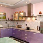 фиолетовый неоклассический кухонный гарнитур